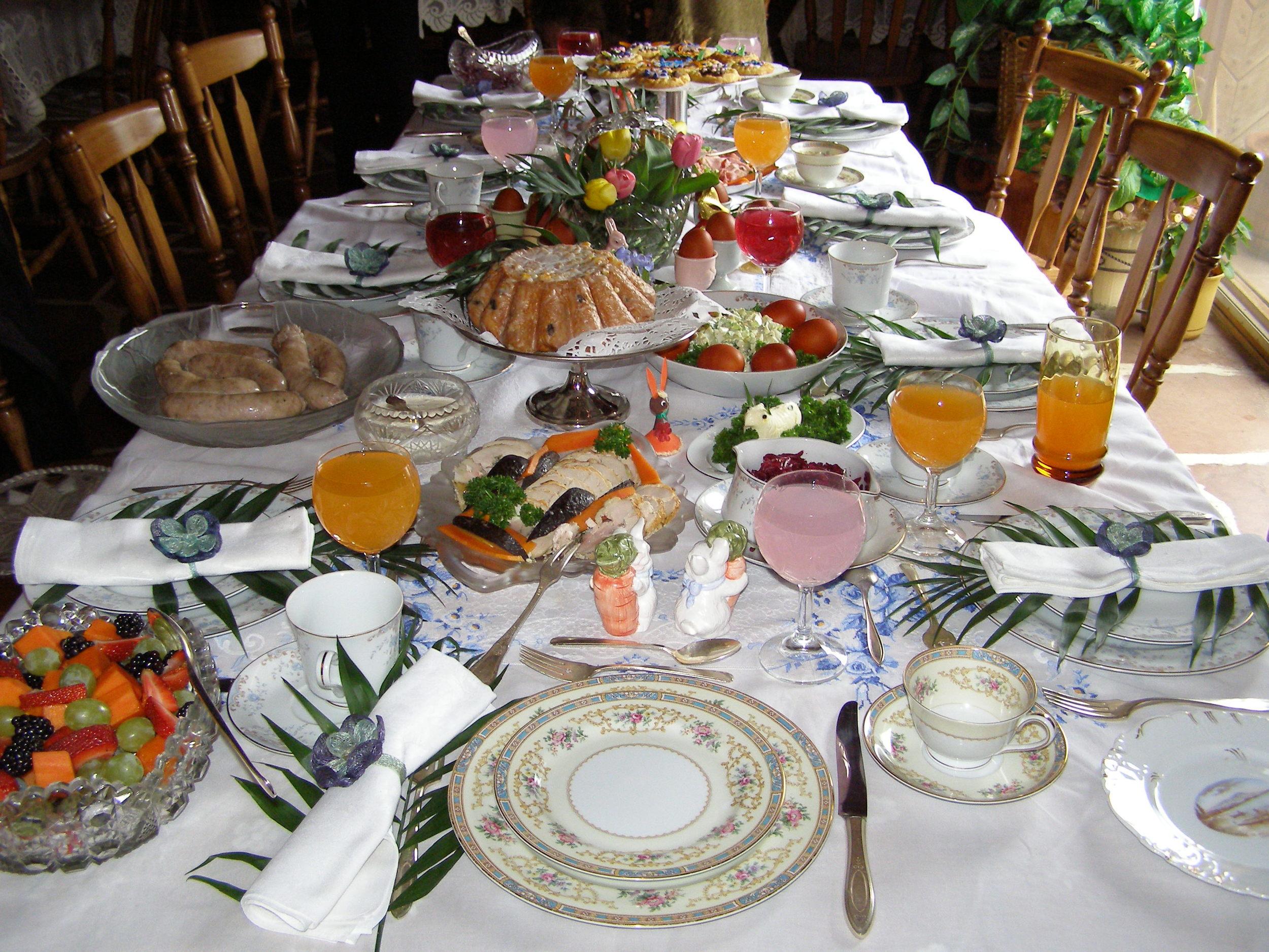 Easter table2.JPG