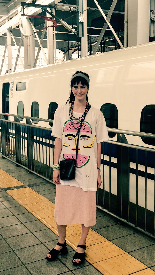 I'm in loose and colourful clothing. Wearing a slight heel as had a slight calf scare in lasts night show of 'Giselle'.