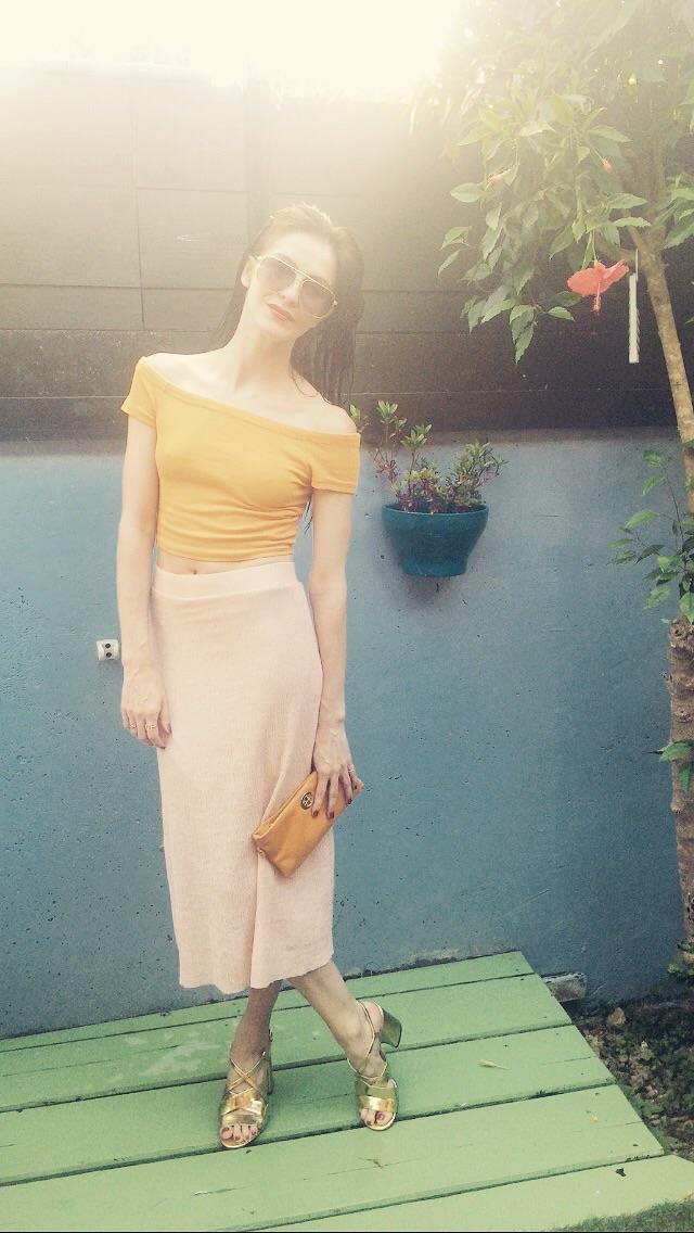 Enjoyed matching my Top with my Bag.   Skirt-  http://www.pullandbear.com   Bag-  https://www.toryburch.co.uk   Gold Sandals-  http://m.zara.com