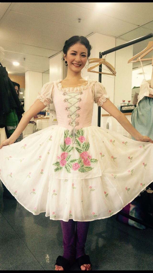 Yuhui looking very pretty as Lise in act 1.