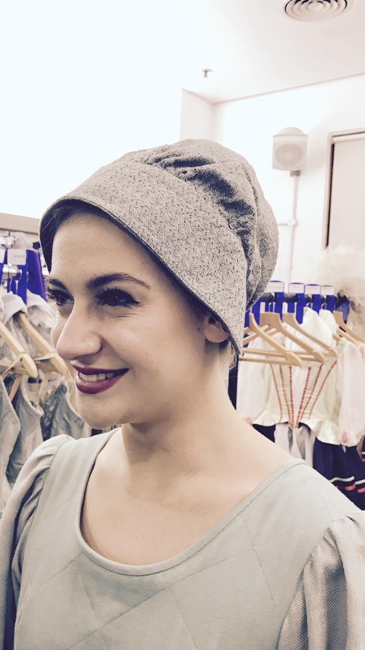 Julia - Knitting Woman