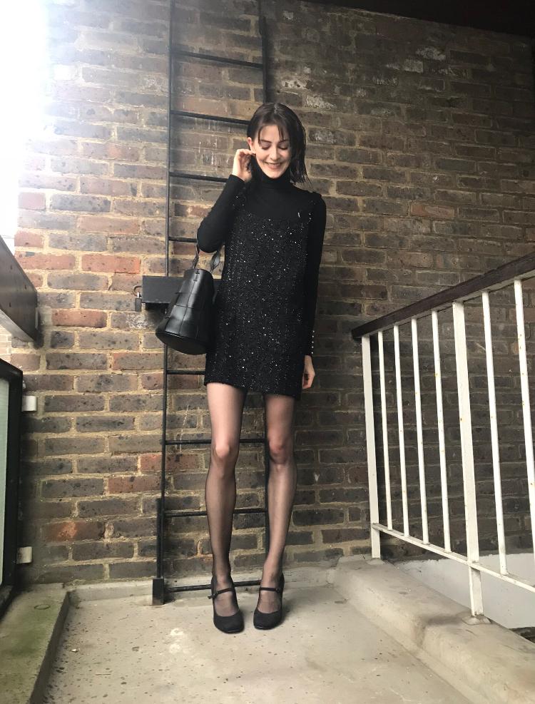 Pretty Polly Nylon Gloss Tights - www.prettypolly.co.uk   DRESS - Tokyo somewhere !  BAG -  www.rokit.co.uk