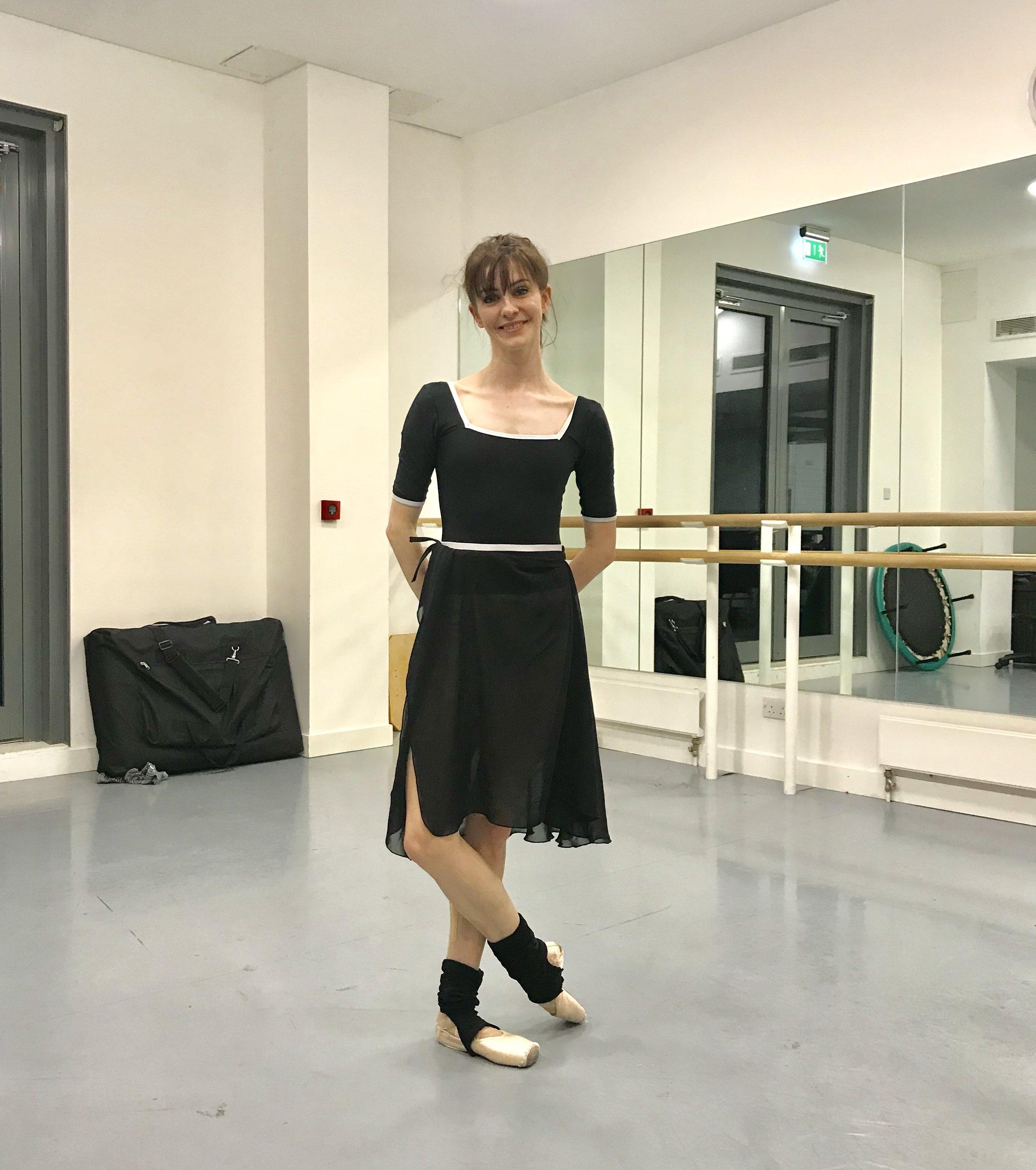LEOTARD -  q-ballet.net   ANKLE WARMERS - Unknown