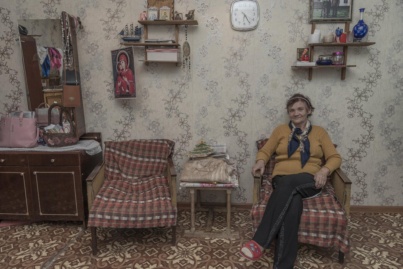 Kyrgzystan-Balykchy-grandparent-carers-migrant-workers-soviet-flat-home-jo-kearney-video-photography.jpg