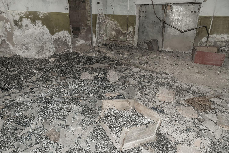 jo-Kearney-videojournalist-video-photographer-cheltenham-minkush-min-kush-Soviet-Union-penfactory-factory-industrialwasteland-uranium-mining-ruins-environment-hazardous-waste.jpg