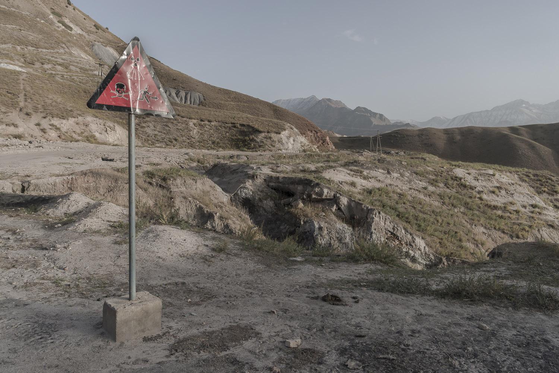 danger-sign-toxic-waste-jo-Kearney-videojournalist-photographer-cheltenham-minkush-min-kush-Soviet-Union-industrialwasteland-uranium-mining-ruins-environment-hazardous-waste.jpg