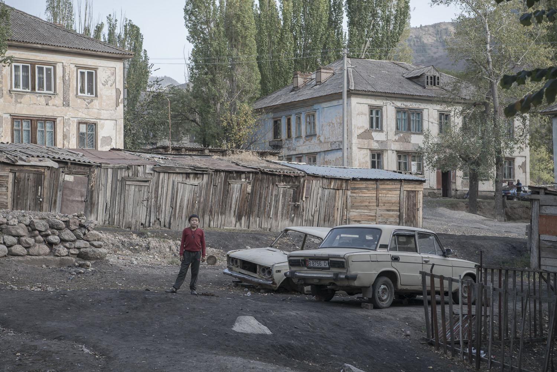 jo-Kearney-videojournalist-photographer-cheltenham-minkush-min-kush-Soviet-Union-industrialwasteland-uranium-mining-ruins-environment-hazardous-waste-ladas-russian-cars.jpg