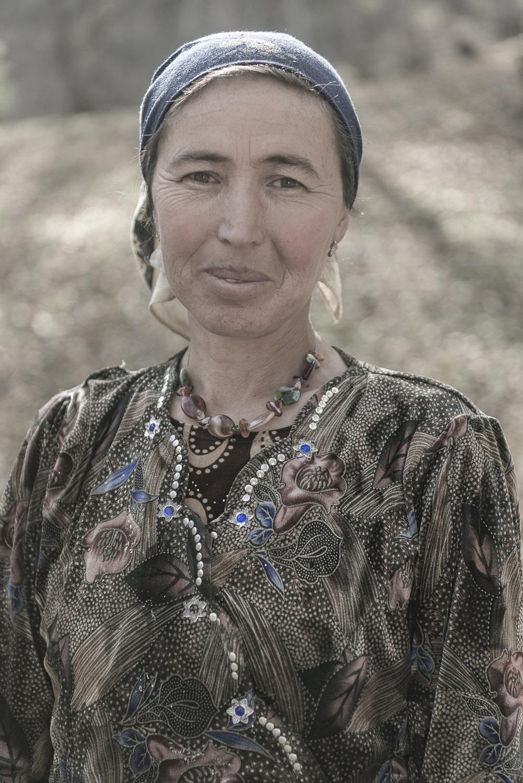 portrait-kyrgyzstan-arslanbob-woman-traditional-jo-kearney-photography-video.jpg