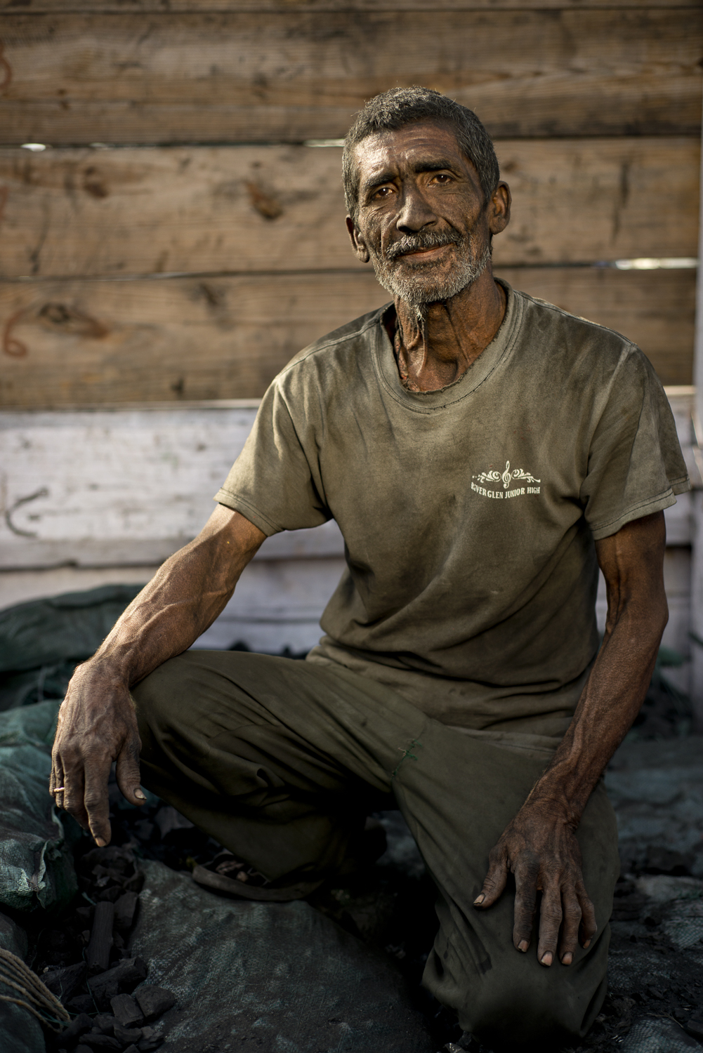 portraits-charcoal-workers-uae-jo-kearney-photography-video-travel-photography-migrants-migrant-workers-dhows.jpg