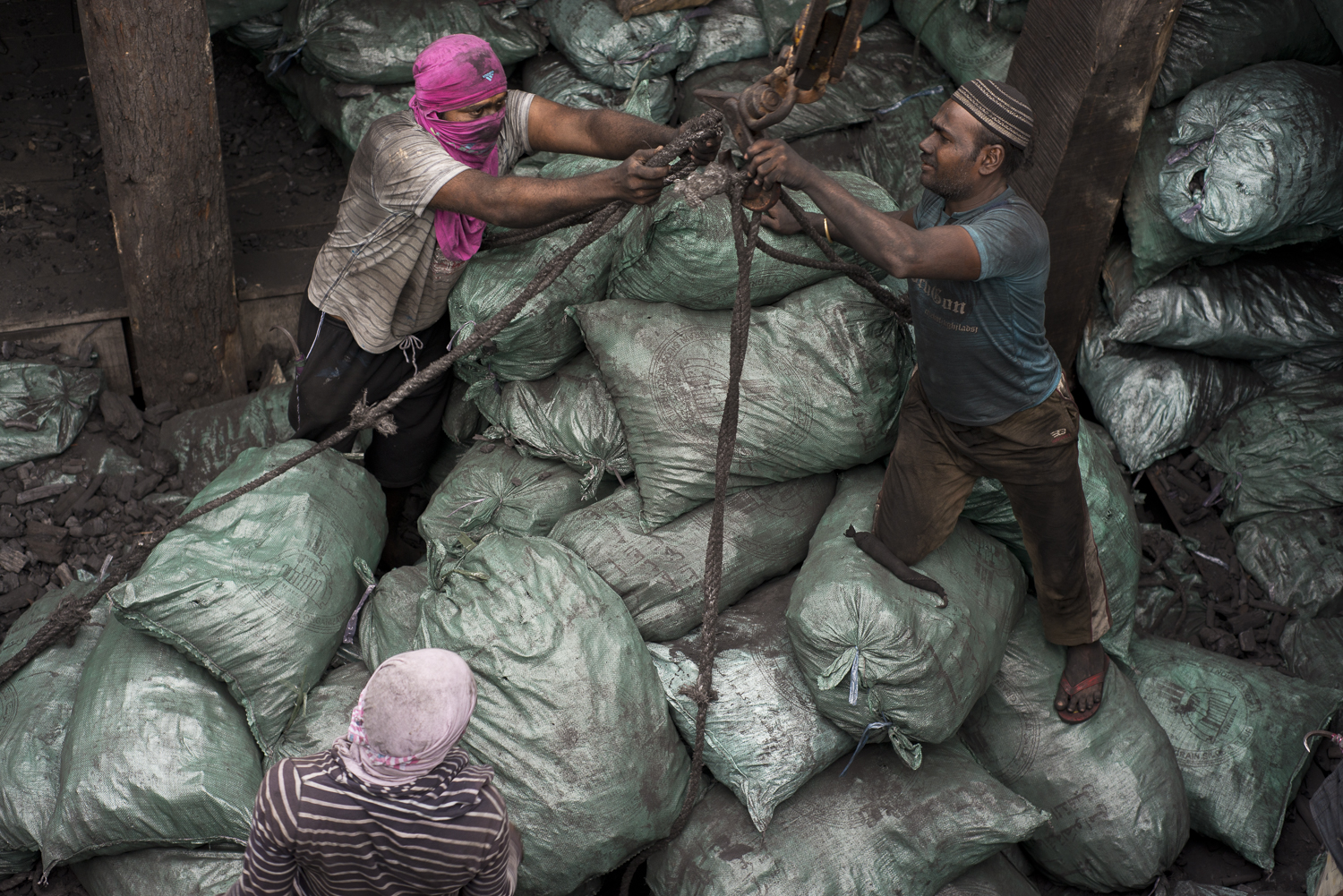 migrants-migrant-workers-charcoal-workers-uae-jo-kearney-photography-video-travel-photography.jpg