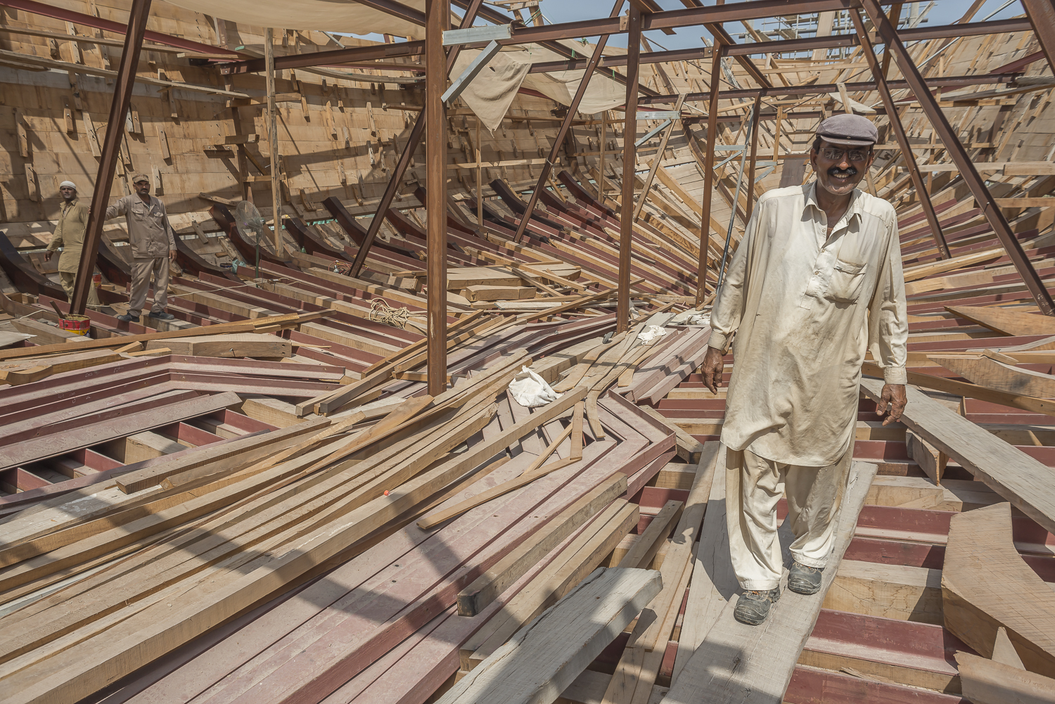 jo-kearney-dhows-building-dubai-migrant-worker-travel-photography-video-worker.jpg