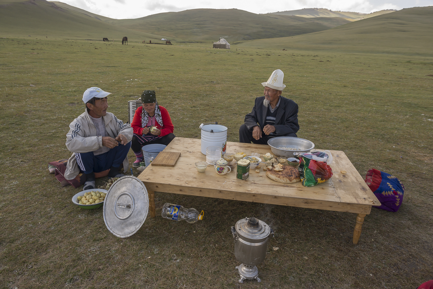 jo-kearney-photography-video-kyrgyzstan-nomads-family-eating-song-kul-lake.jpg