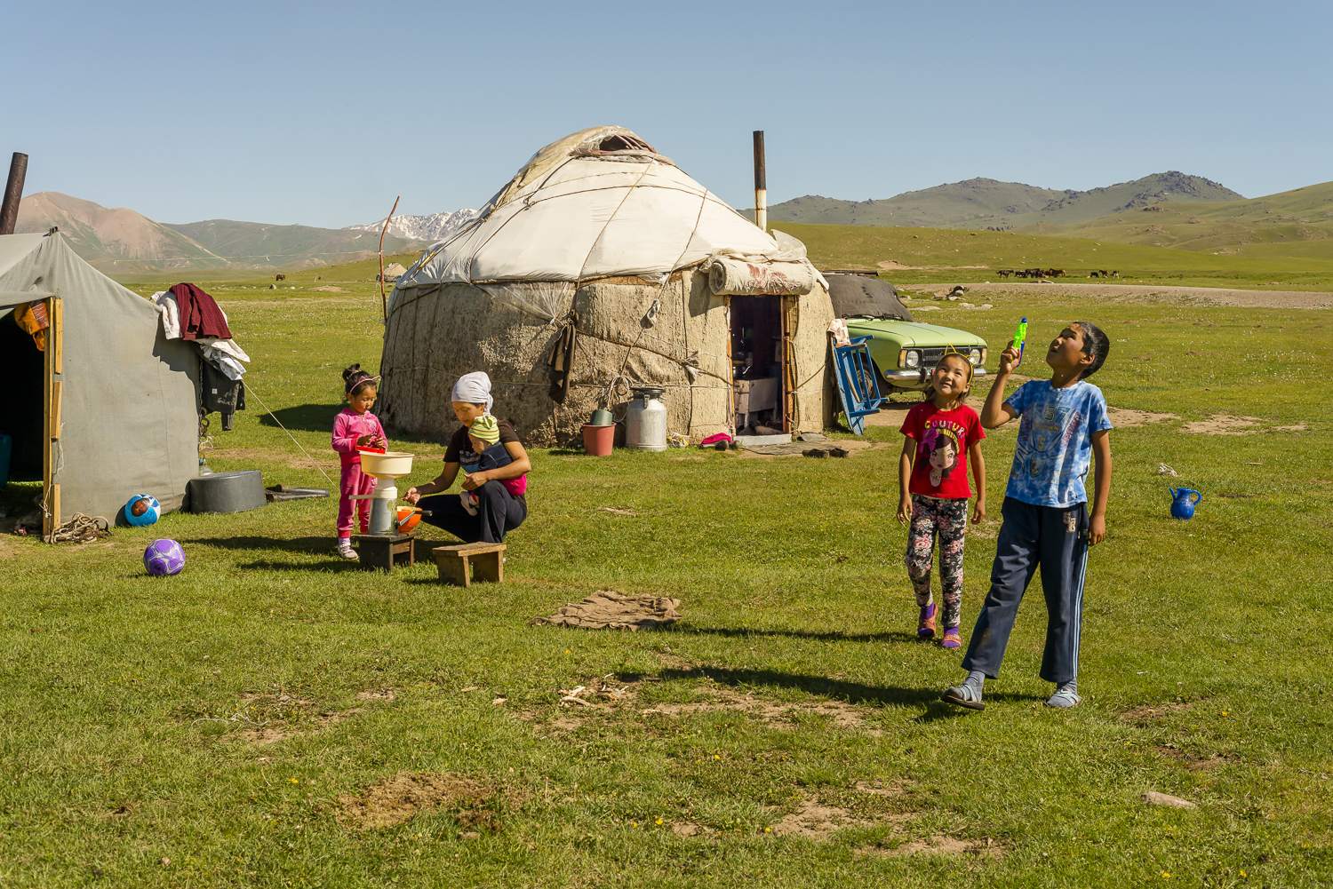 jo-kearney-photography-video-kyrgyzstan-nomads-family.jpg