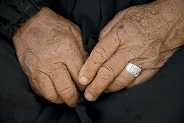 jo-kearney-photography-video-refugees-lebanon-bekaa-valley-syrian-refugees-old-hands-grandmother.jpg