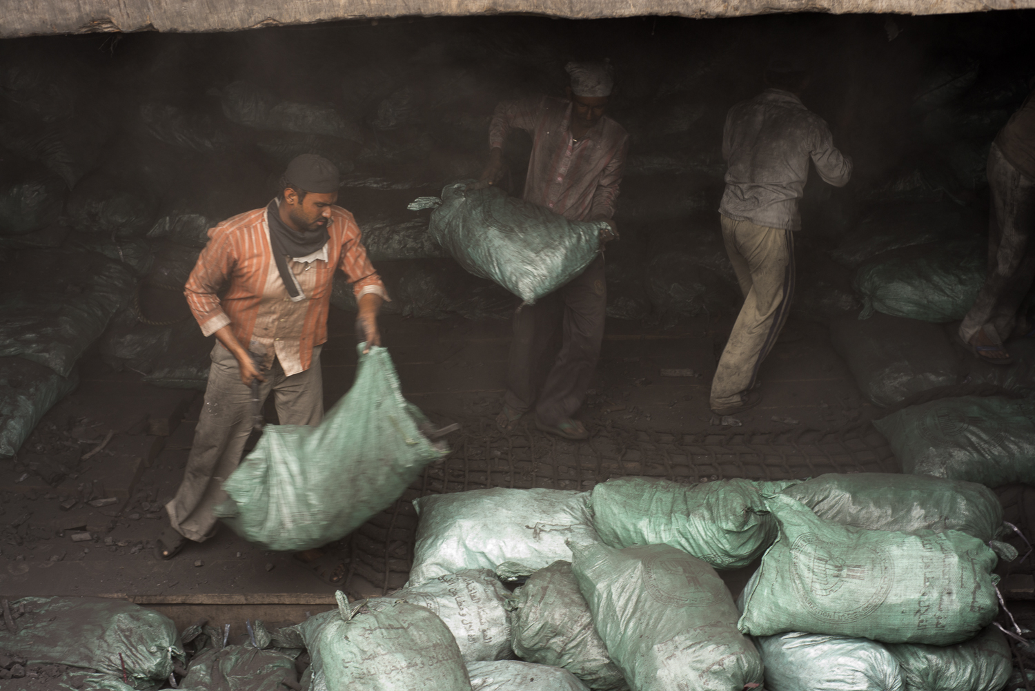 migrants-charcoal-workers-uae-jo-kearney-photography-video-travel-photography.jpg