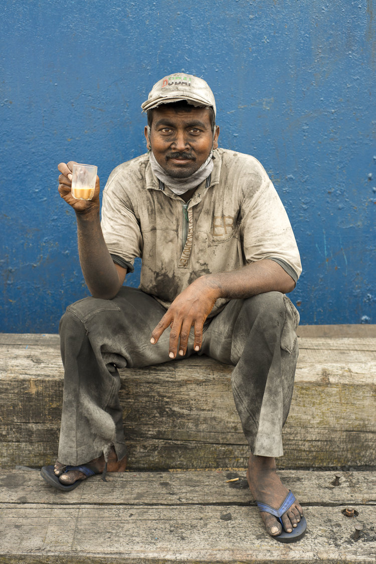 portraits-charcoal-workers-uae-jo-kearney-photography-video-travel-photography-dhows.jpg