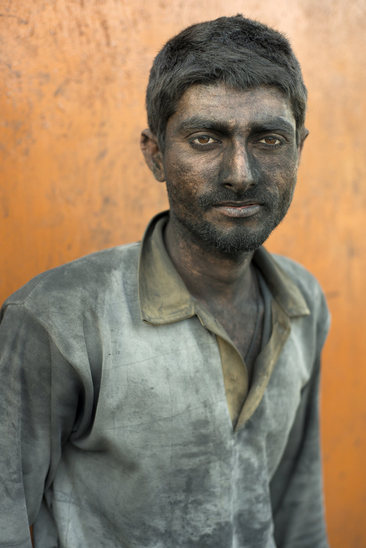 portraits-charcoal-workers-uae-jo-kearney-photography-video-travel-photography-migrant-workers.jpg