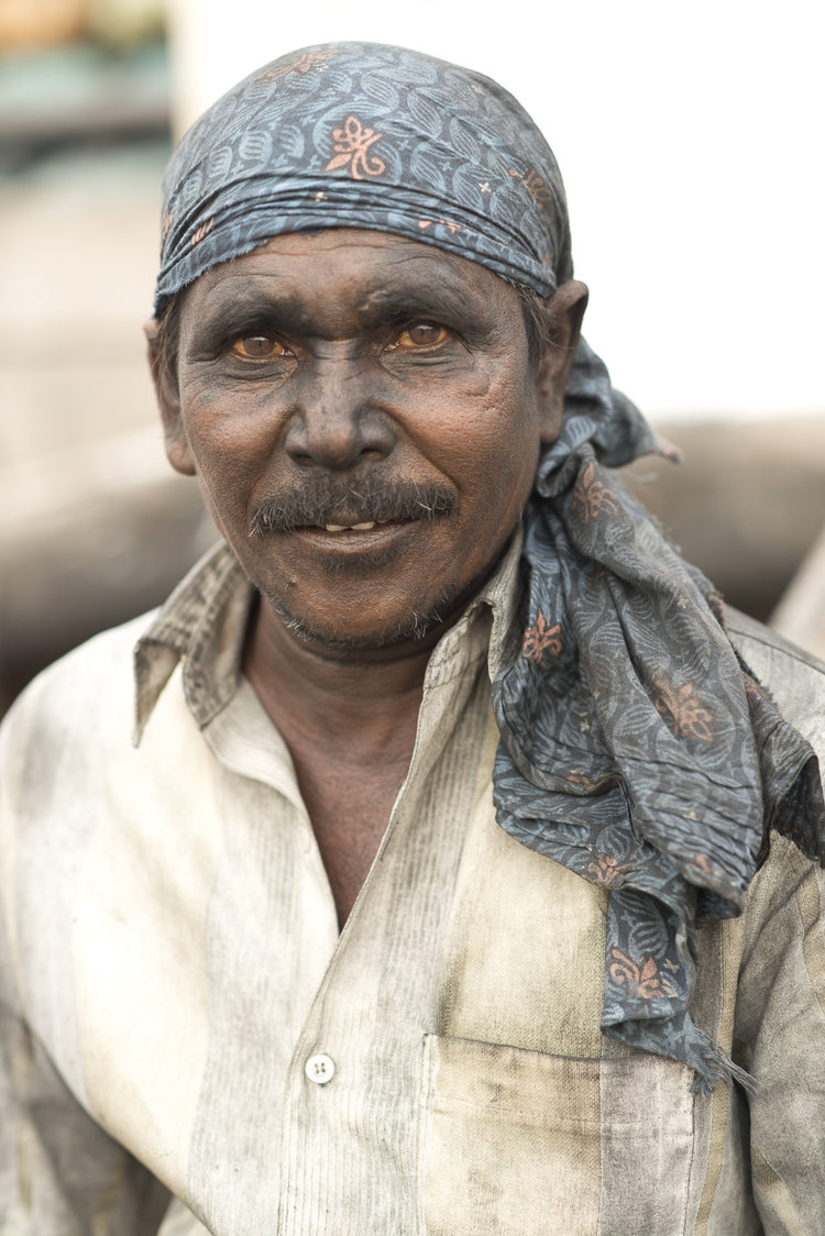 portraits-charcoal-workers-uae-jo-kearney-photography-video-travel-photography-sharjah.jpg