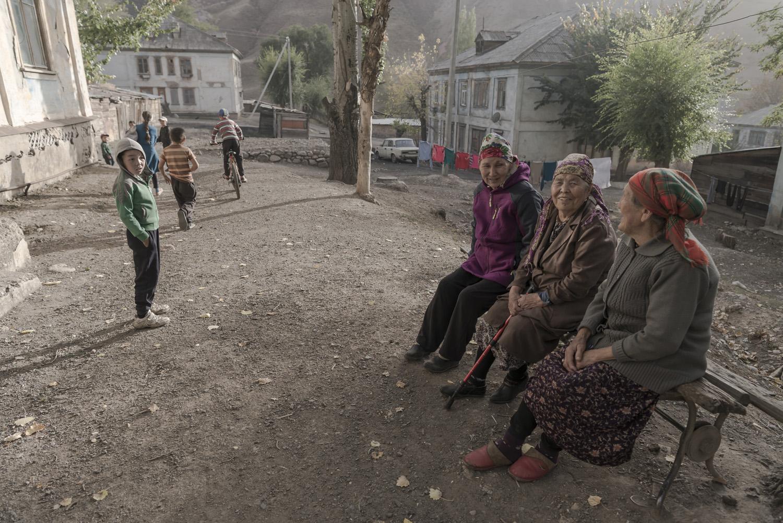 min-kush-soviet-uranium-mining-town-industrial-Russia-Kyrgyzstan-ruins-soviet-sign-jo-kearney-photos-video-photography-old-women.jpg