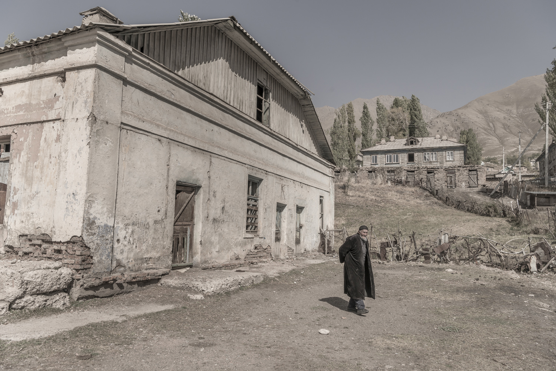 min-kush-soviet-uranium-mining-town-industrial-Russia-Kyrgyzstan-ruins-soviet-sign-jo-kearney-photos-video-photography-old-man-abandoned-town.jpg