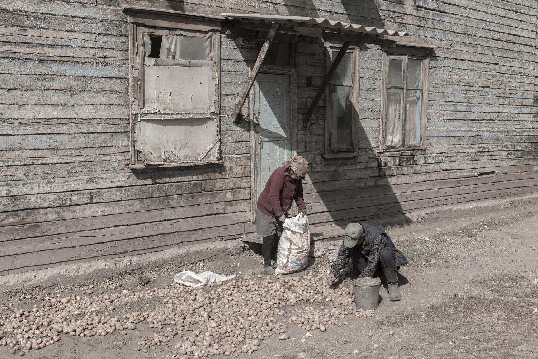 min-kush-soviet-uranium-mining-town-industrial-Russia-Kyrgyzstan-ruins-soviet-sign-jo-kearney-photos-video-photography.potatoes.jpg