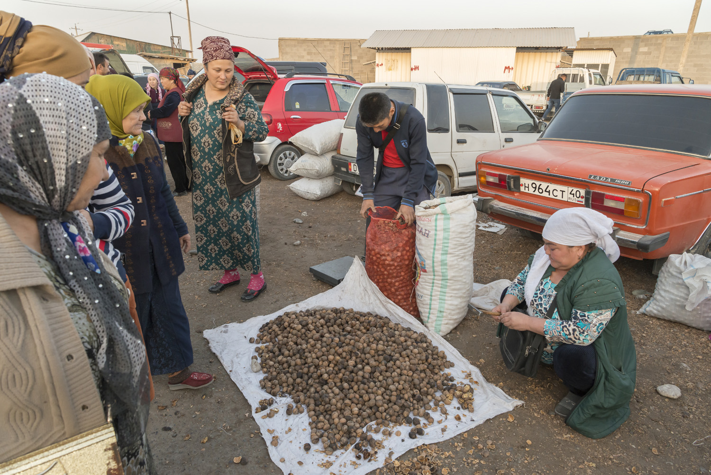 walnuts-selling-kyrgyzstan-soviet-jo-kearney-photography-video.jpg