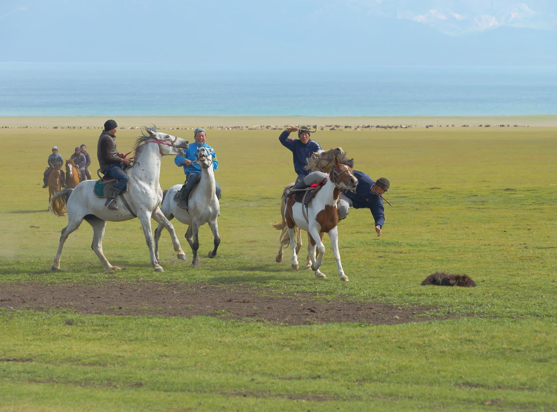 buzkashi-polo-kyrgyzstan-nomads-lake-song-kul-jo-kearney-video-photography-soviet.jpg