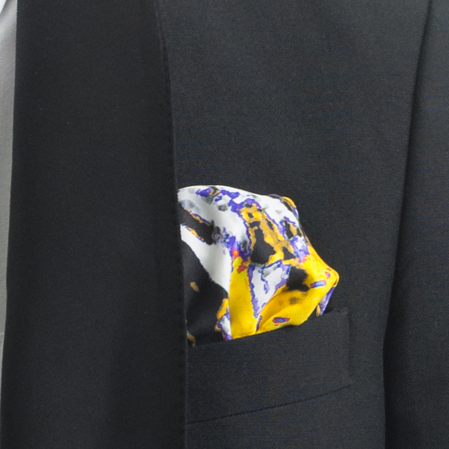 'PLANTING IN DRIFTS SILK TWILL POCKET SQUARE, DETAIL
