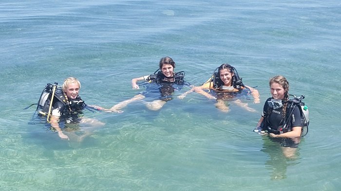 Reese, Tafie, Reagan and Baylor are getting ready to try scuba diving for the first time! (photo by Courtney B)