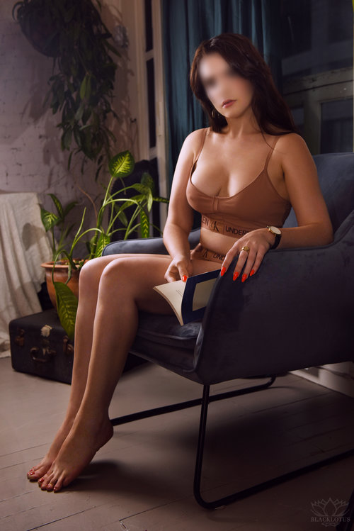 Naomi Loren    Naomi is a firecracker, pure and simple. Her style is a quirky mix of retro and à la mode. She's a fast-paced little vixen with eyes that will leave you speechless. If you're looking for adventure then this is an experience you don't want to miss out on.