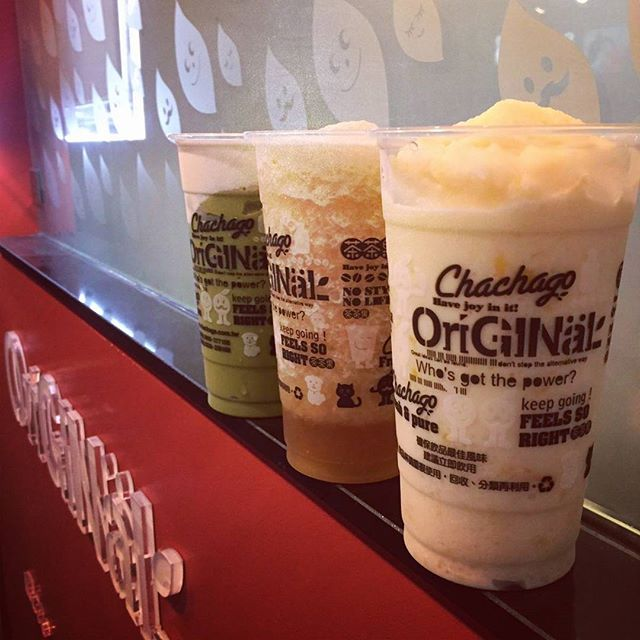 Chachago one year anniversary on Oct 2!!! Hurry over for fresh tea + bubble waffles!!! #bubbletea #waffles #chachagotoronto #downtowntoronto #tea #drinks #freshfruits