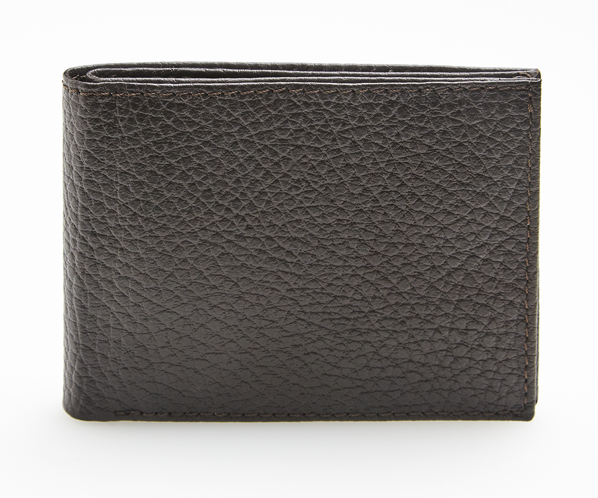 High-quality calfskin/buffalo leather sourced in Italy. Luxurious craftsmanship