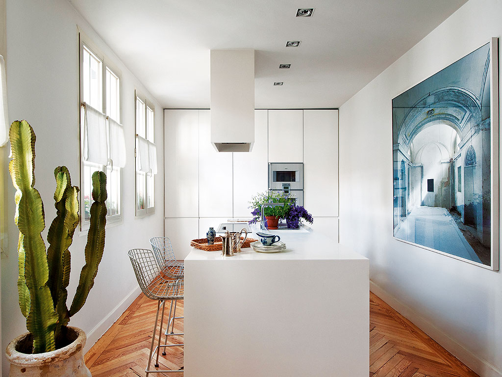 A Madrid Apartment by Luis Puerta