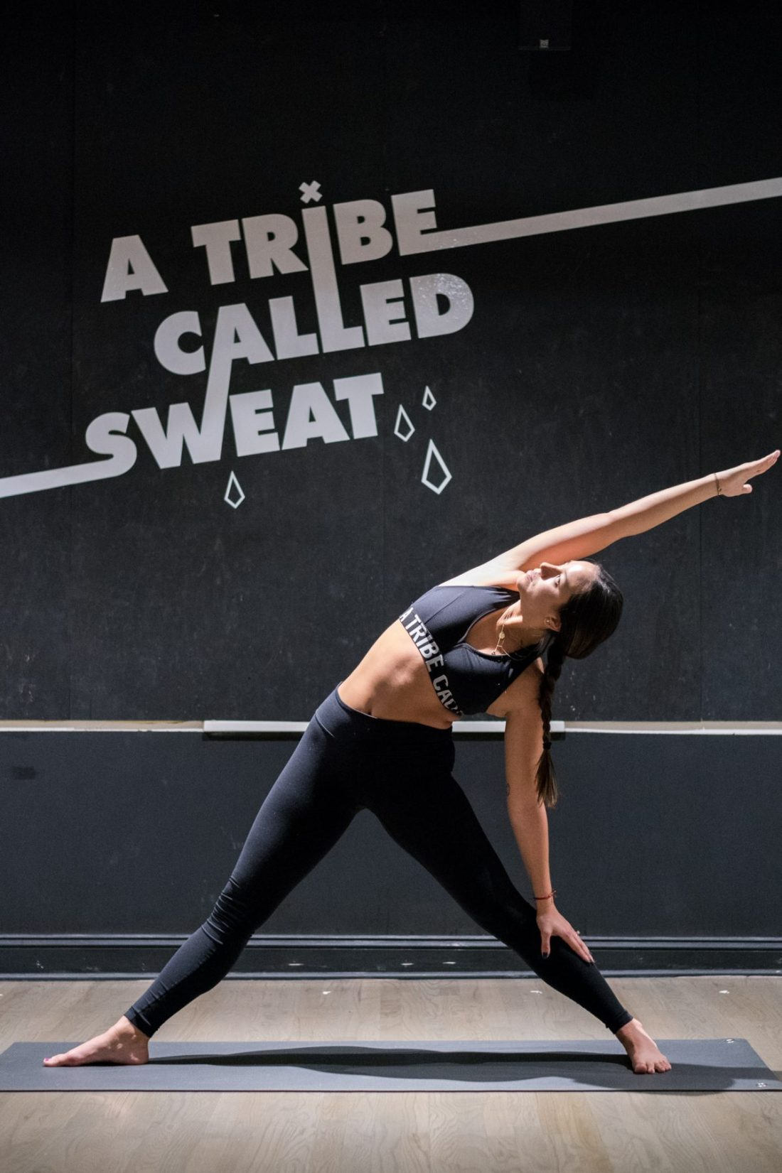 ElectrifySarah Levey's Y7 Studio Deepens the Mind-Body Connection with Hip-Hop Inspired Hot Yoga -
