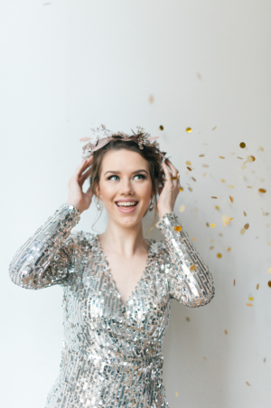 Fun copper floral crown by  From the Ground Up Floral Photo: Blue Rose Photography