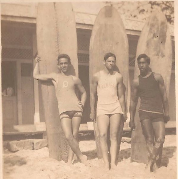 Aloha Friday: chronicles  Straight from the archives of our newest Holoholo ohana @andrewfsmith: his great grandfather, Francis Cooper (middle), an unknown pal, and the surf king himself, Duke Kahanamoku at The Outrigger circa 1925.