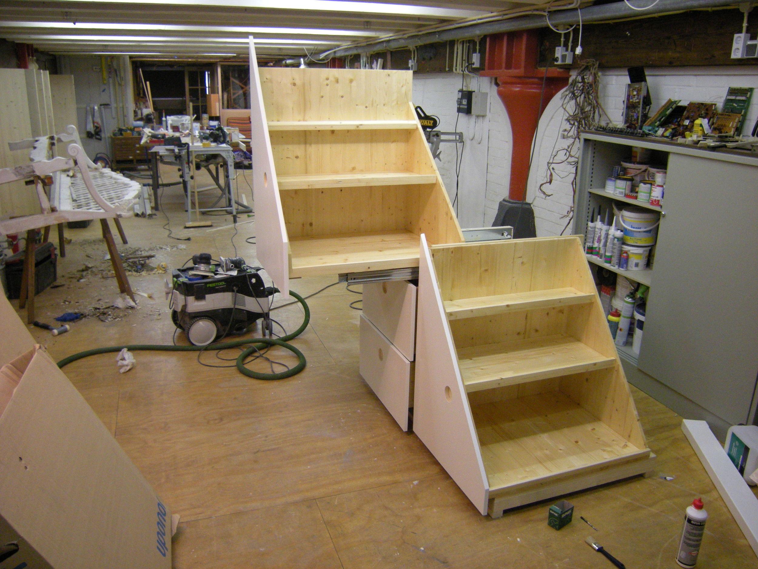 Schuifbare trap met lades