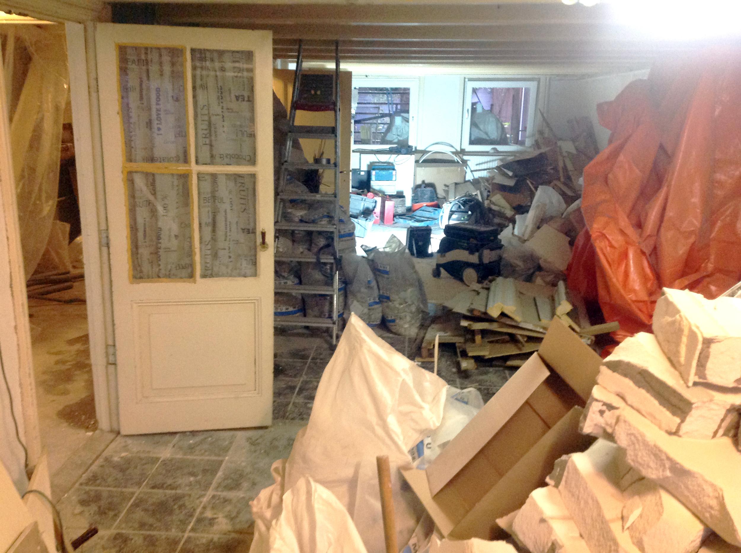 Kelder, voorruimte, tussentijds de verbouwing