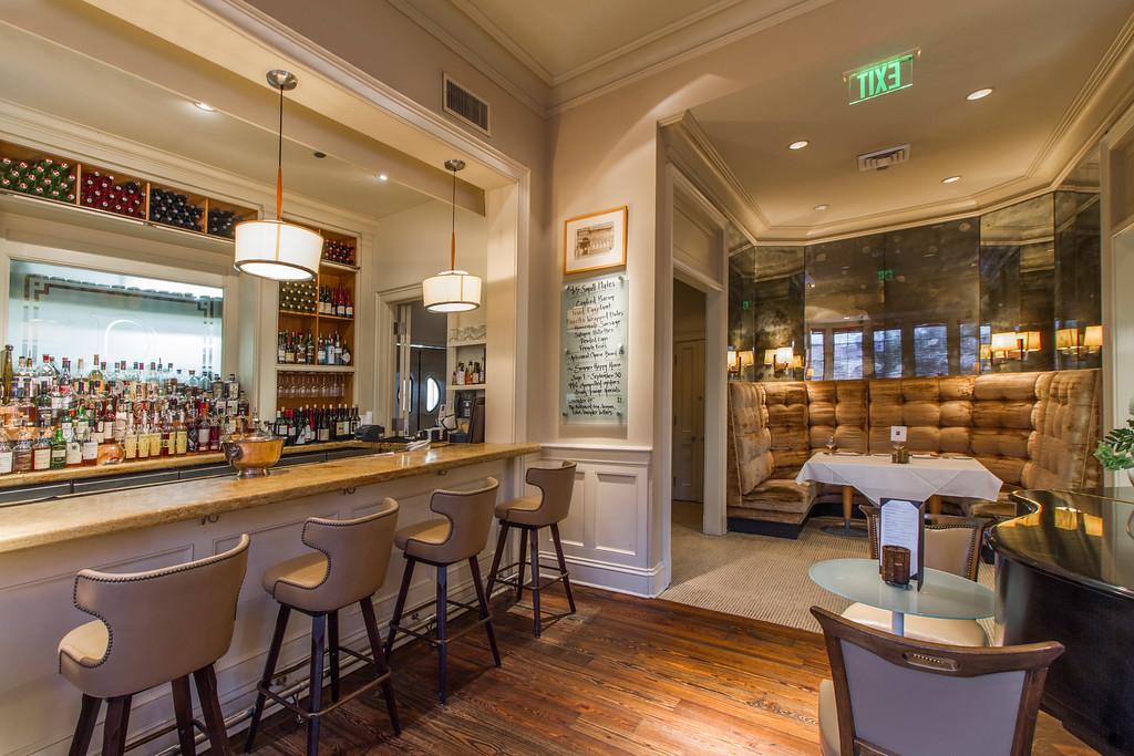 Diagonal shooting angle enhances expansiveness of the bar.