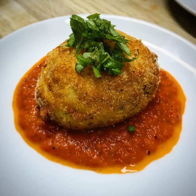 These Chorizo, Sundried Tomato and Basil stuffed Deep Fried Buffalo Mozarella Balls are an absolute winner! Definitely one to satisfy any cheesy craving you may have!  #bornskitchen#cookingclass#cookingindubai#cookingclassesindubai#cooking#foodindubai#dubaifoodies#foodnetwork#dubaifoodscene#dubaifoodies#italian101#italian#chorizo#sundriedtomato#basil#buffalomozarella#deepfried#cheese#cheesecraving