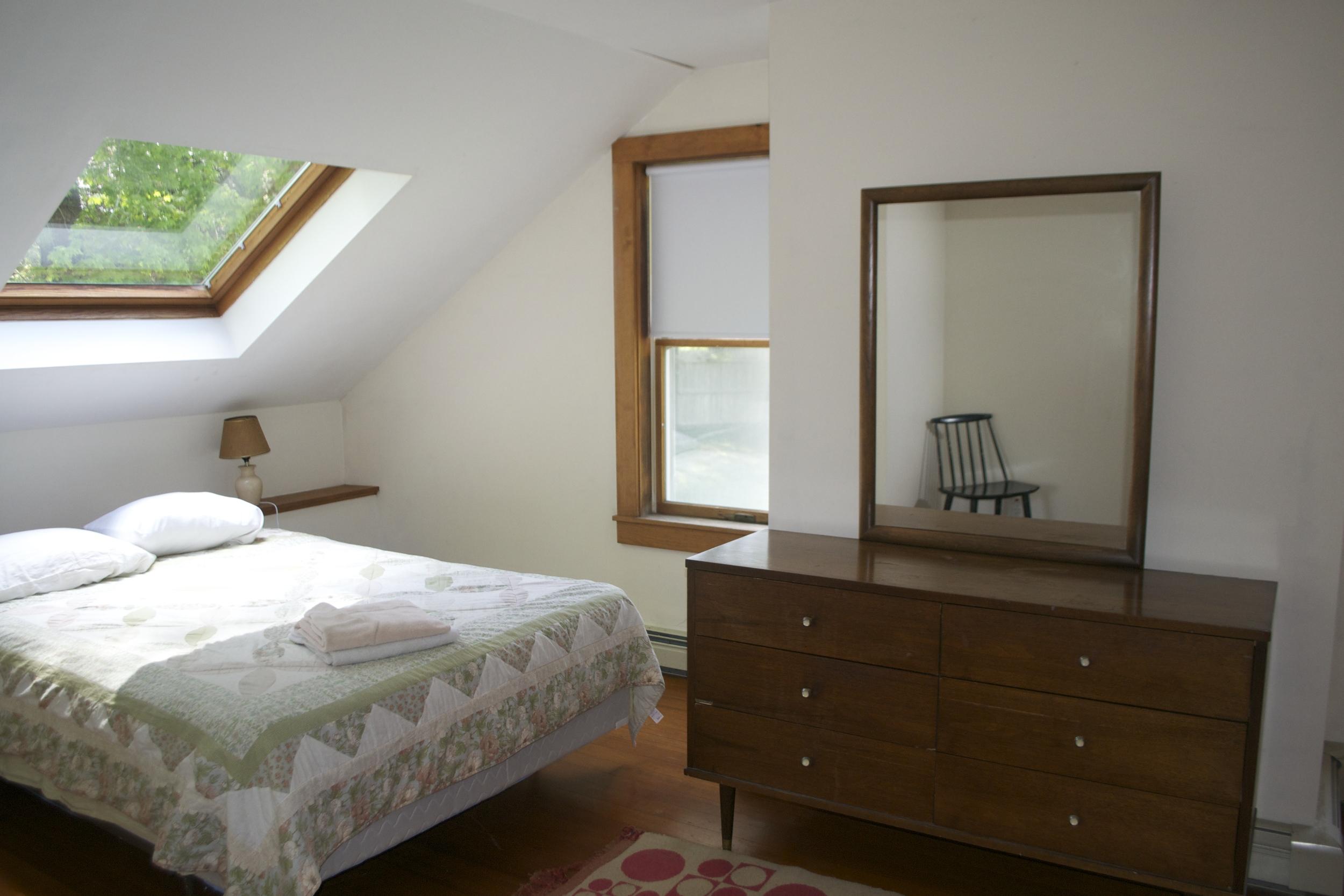 Lodgebedroom1.jpg