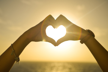 Love_Heart_Made_With_Hands_At_Sunset__360x240.jpg