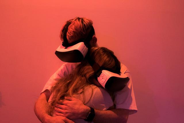 Tom Galle, Hug - print