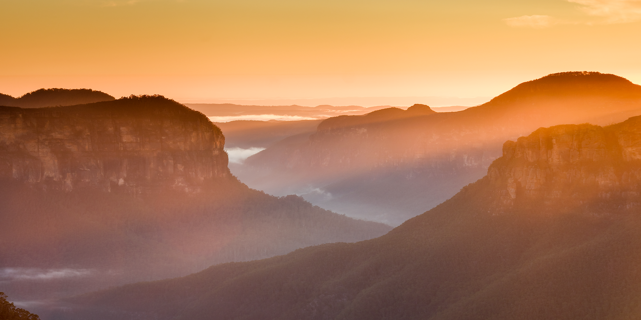 Blue-Mountains-Light-Sunrise.png