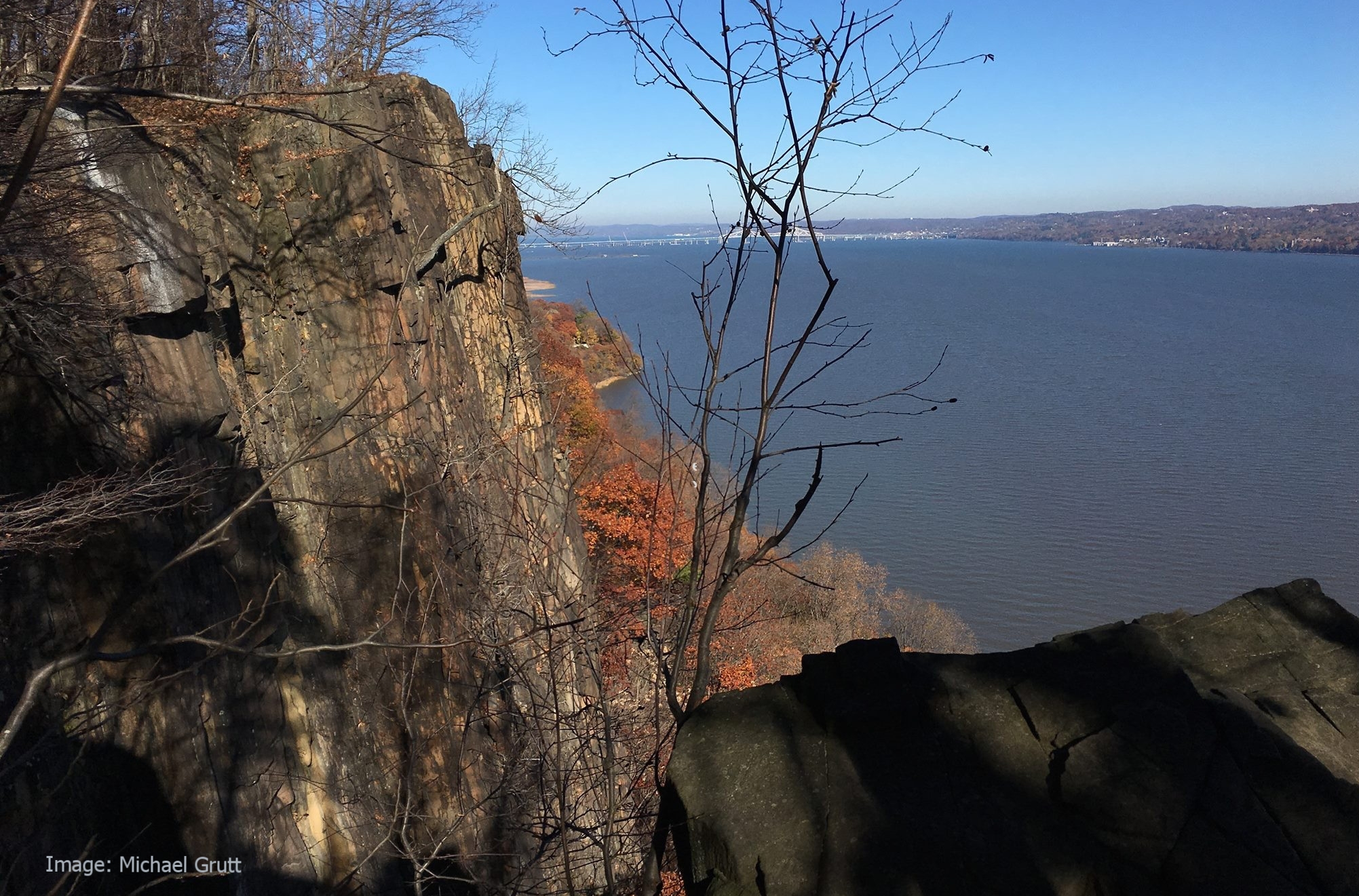 THE VIEW OF THE HUDSON RIVER FROM THE PALISADES' (NEW JERSEY SIDE) GRANITE CLIFFS IS UNFORGETTABLE AND A GREAT SPOT TO SEE PEREGRINE FALCONS AND OTHER RAPTORS SOARING OVER THE WATER. IMAGE: MICHAEL GRUTT