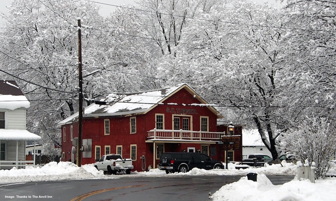 THE ANIVIL INN AT FORT EDWARD, BUILT IN 1840, IS A WONDERFUL PLACE FOR DINNER AND CONVERSATION WITH THE LOCALS! IMAGE: THANKS TO THE FORT EDWARD CHAMBER OF COMMERCE.