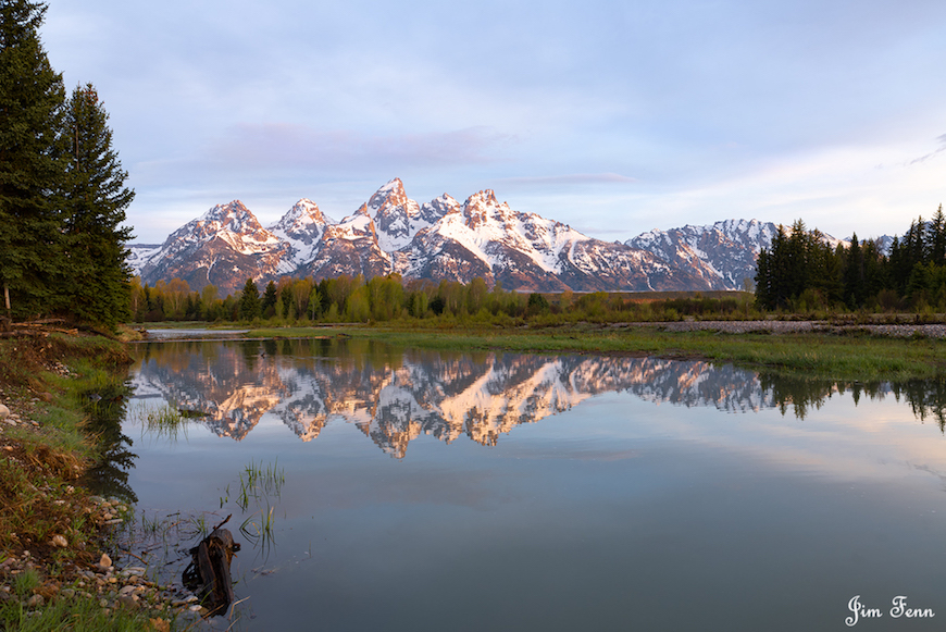 GRAND TETON NATIONAL PARK, WYOMING. SUNRISE ON THE MOUNTAIN REFLECTING INTO A BEAVER POND. IMAGE: JIM FENNESSY