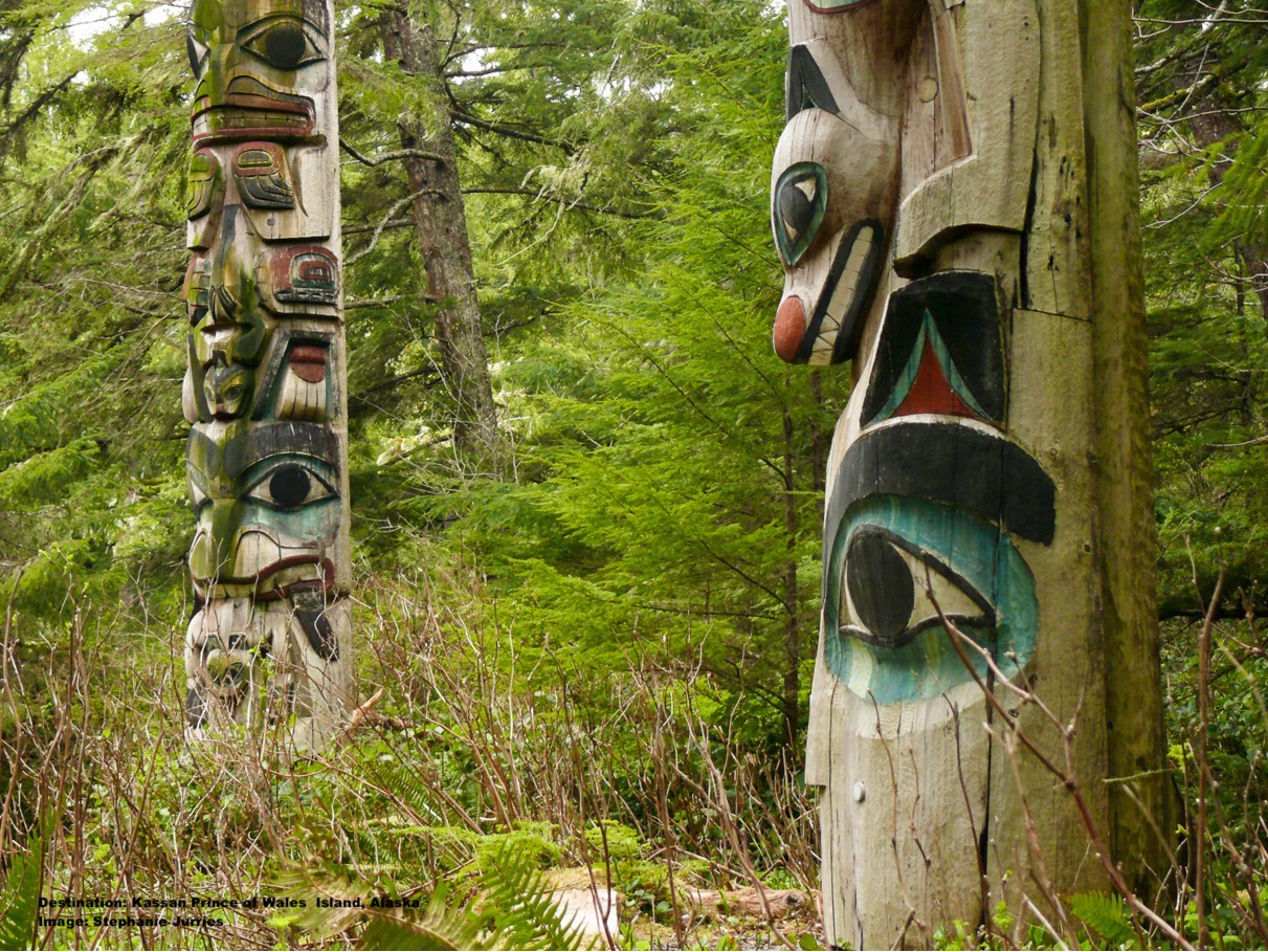 THE AREA HAS THREE TRAILS WITH CARVED TOTEMS TO BE EXPLORED, A CAFE AND MORE! IMAGE: THANKS TO STEPHANIE JURRIES, EMERALD ISLAND PHOTOGRAPHY