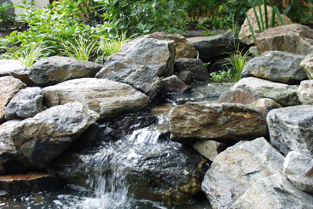 pond-water-feature-lanscaping-business.jpg
