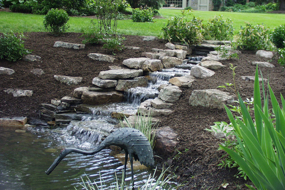 philadelphia-suburbs-pond-feature-landscaper.jpg